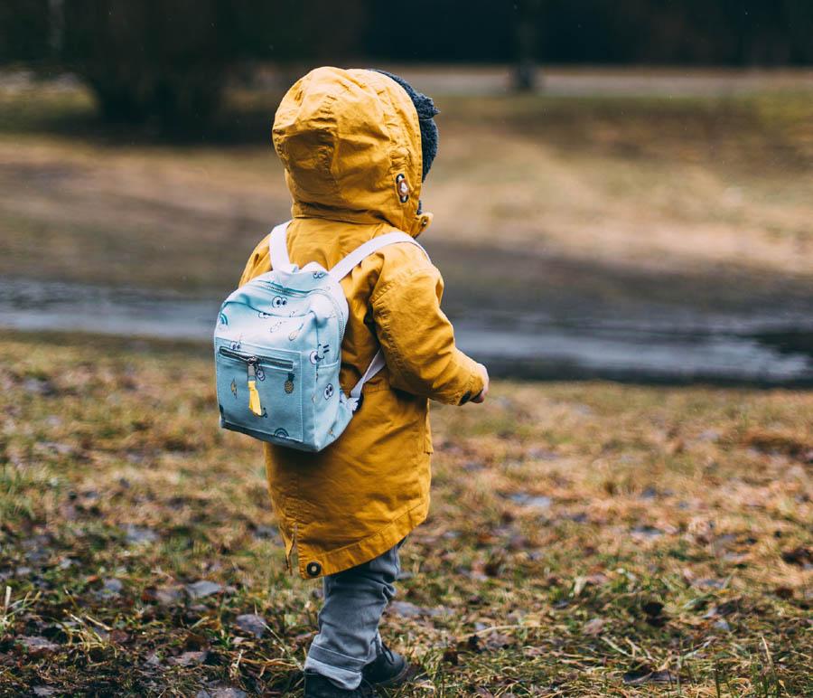 Przodem, czy tyłem –  jak przewozić przedszkolaka w aucie?