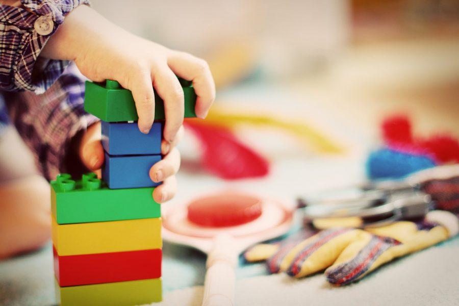 Jakie zabawki dla dzieci na prezent wybrać?